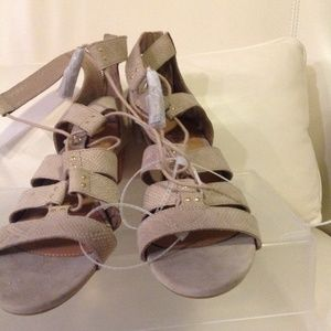 4a0a51897e3 UGG Yasmin Snake Caged Wedge 1015067 Horchata Wome NWT